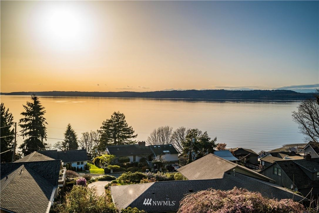 Photo of 818 S 272nd Street, Des Moines, WA 98198 (MLS # 1755527)
