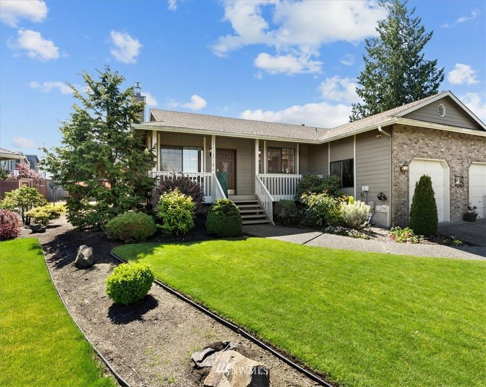 Photo of 4010 134th Place SW #A, Lynnwood, WA 98087 (MLS # 1790531)