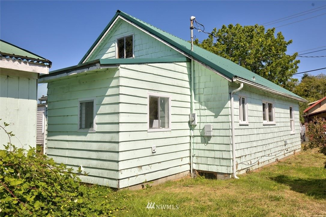 Photo of 310 Quincy Street, South Bend, WA 98586 (MLS # 1837531)
