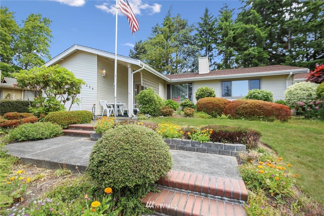Photo of 1224 S 244th Place, Des Moines, WA 98198 (MLS # 1790534)