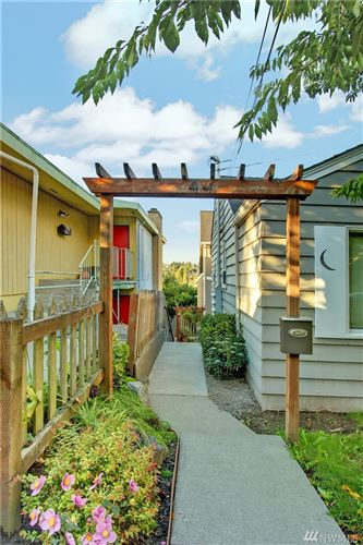 Photo of 44 Florentia St, Seattle, WA 98109 (MLS # 1581537)