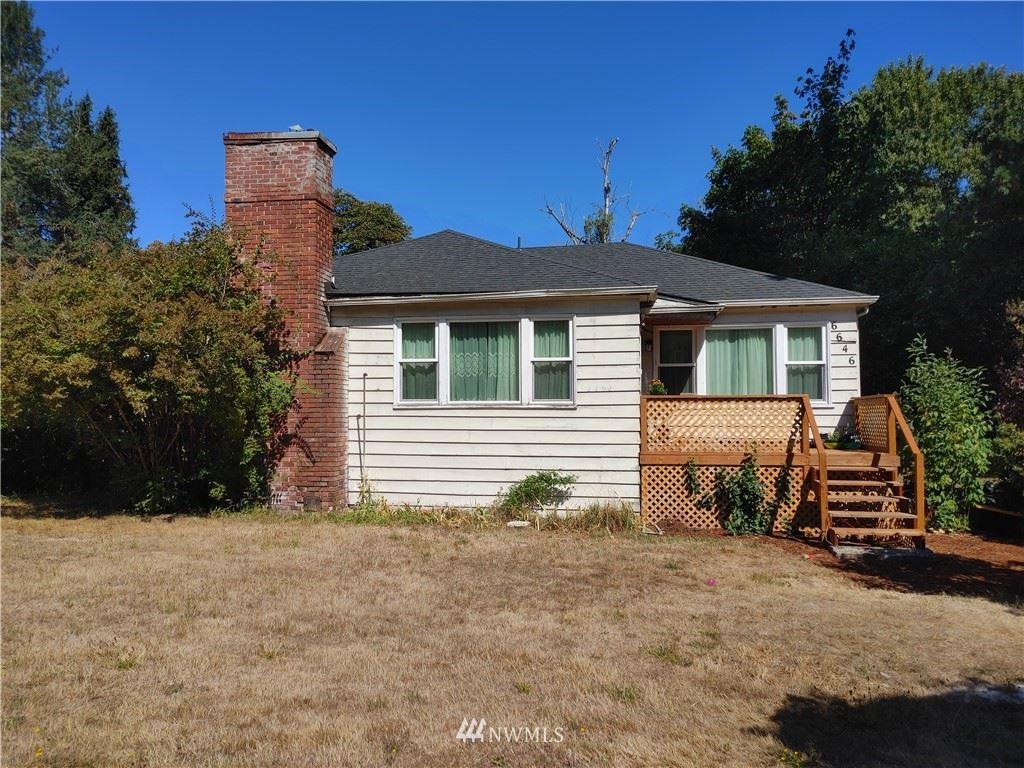 Photo of 6646 NE 202nd Street, Kenmore, WA 98028 (MLS # 1769538)
