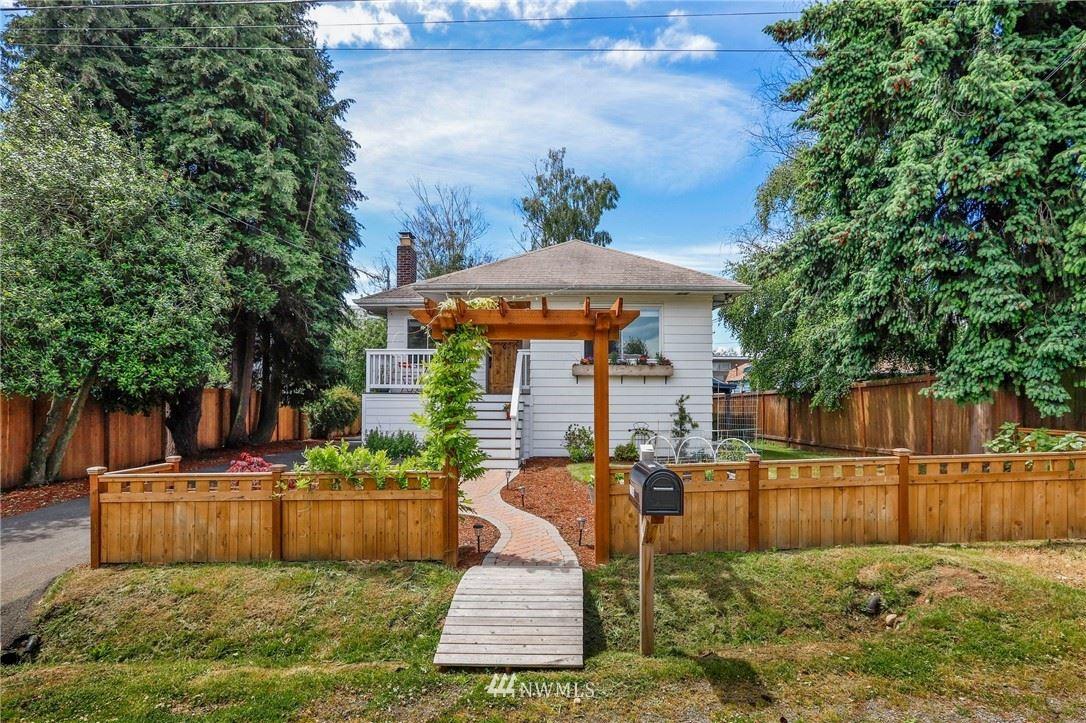 Photo of 11749 Phinney Avenue N, Seattle, WA 98133 (MLS # 1791561)