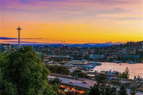 Photo of 1118 Lakeview Boulevard E #4, Seattle, WA 98102 (MLS # 1658564)