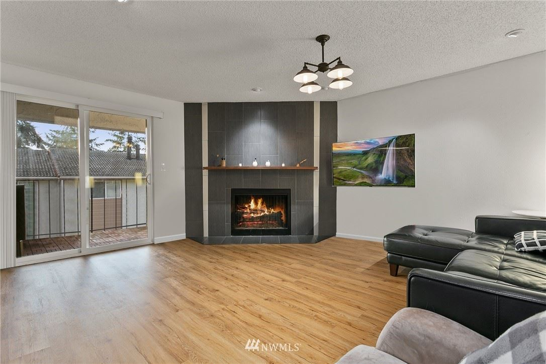Photo of 12818 SE 41st Lane #B203, Bellevue, WA 98006 (MLS # 1724566)