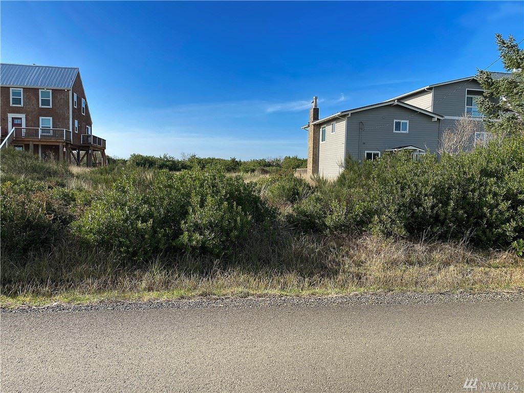 Photo of 583 Sand Dune Ave SW, Ocean Shores, WA 98569 (MLS # 1565567)