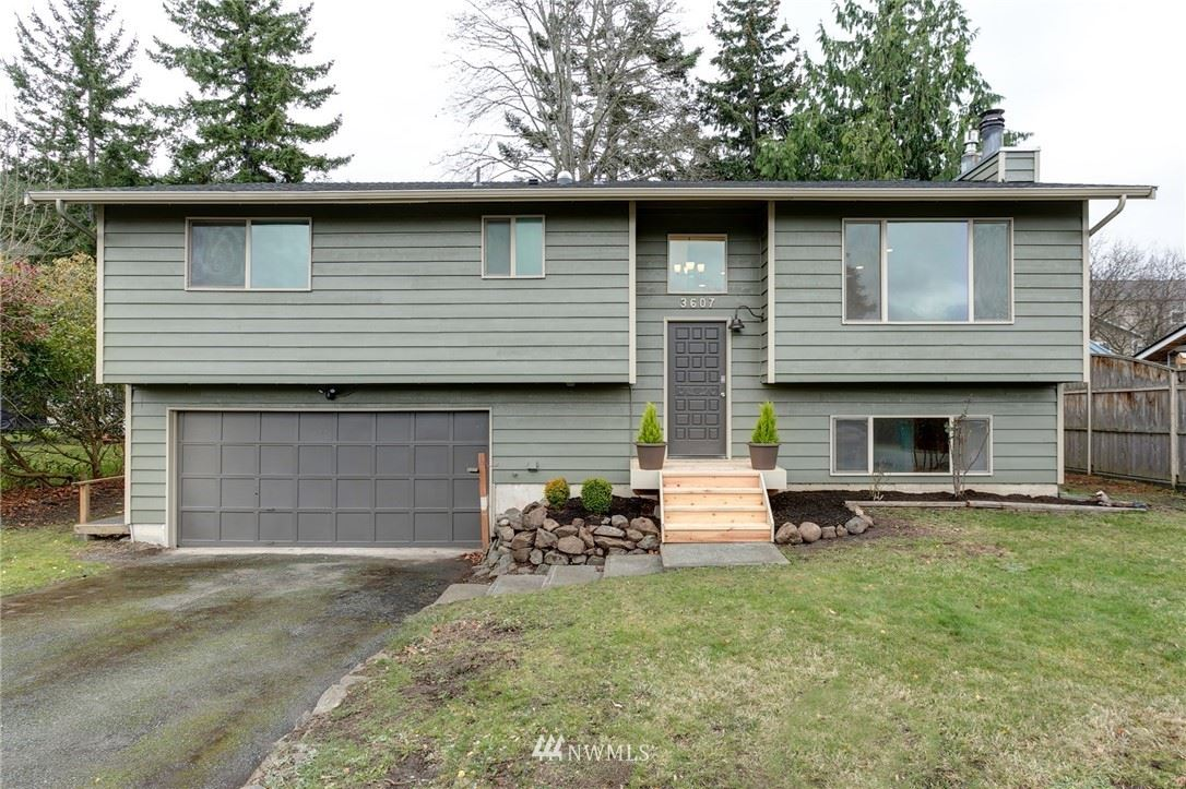 Photo of 3607 W 6th Street, Anacortes, WA 98221 (MLS # 1692570)