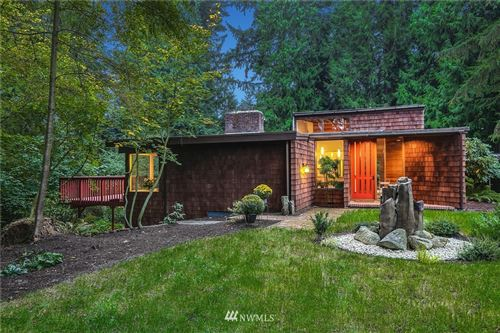 Photo of 14450 NE 16th Place, Bellevue, WA 98007 (MLS # 1665585)