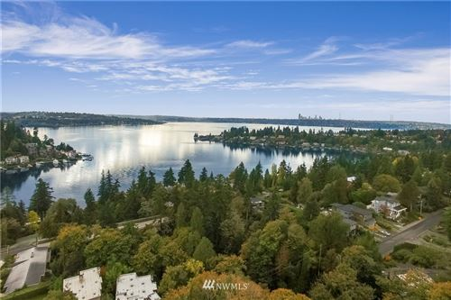 Photo of 223 98th Avenue NE, Bellevue, WA 98007 (MLS # 1680589)