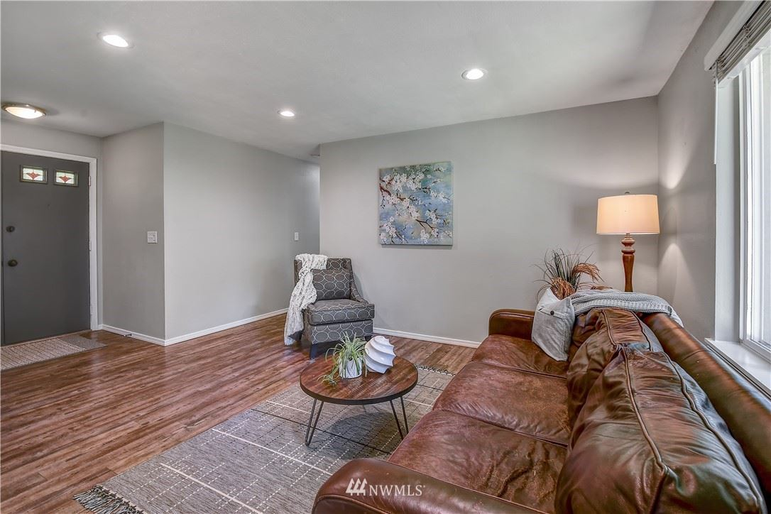Photo of 33309 40th Avenue SW, Federal Way, WA 98023 (MLS # 1784613)