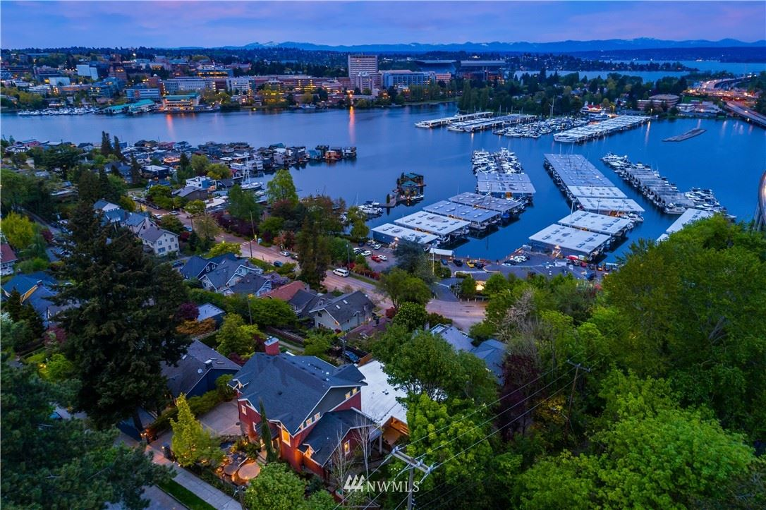 Photo of 2600 11th Avenue E, Seattle, WA 98102 (MLS # 1771622)