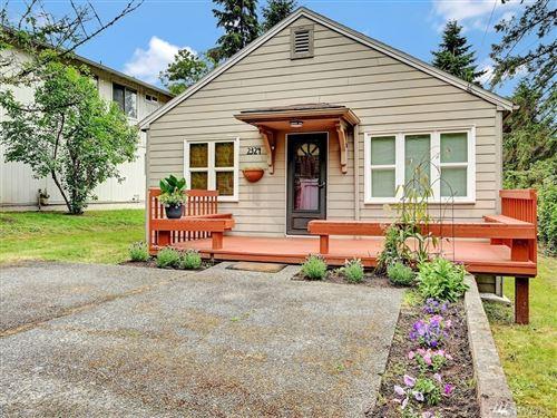 Photo of 2324 NE 86th St, Seattle, WA 98115 (MLS # 1623629)