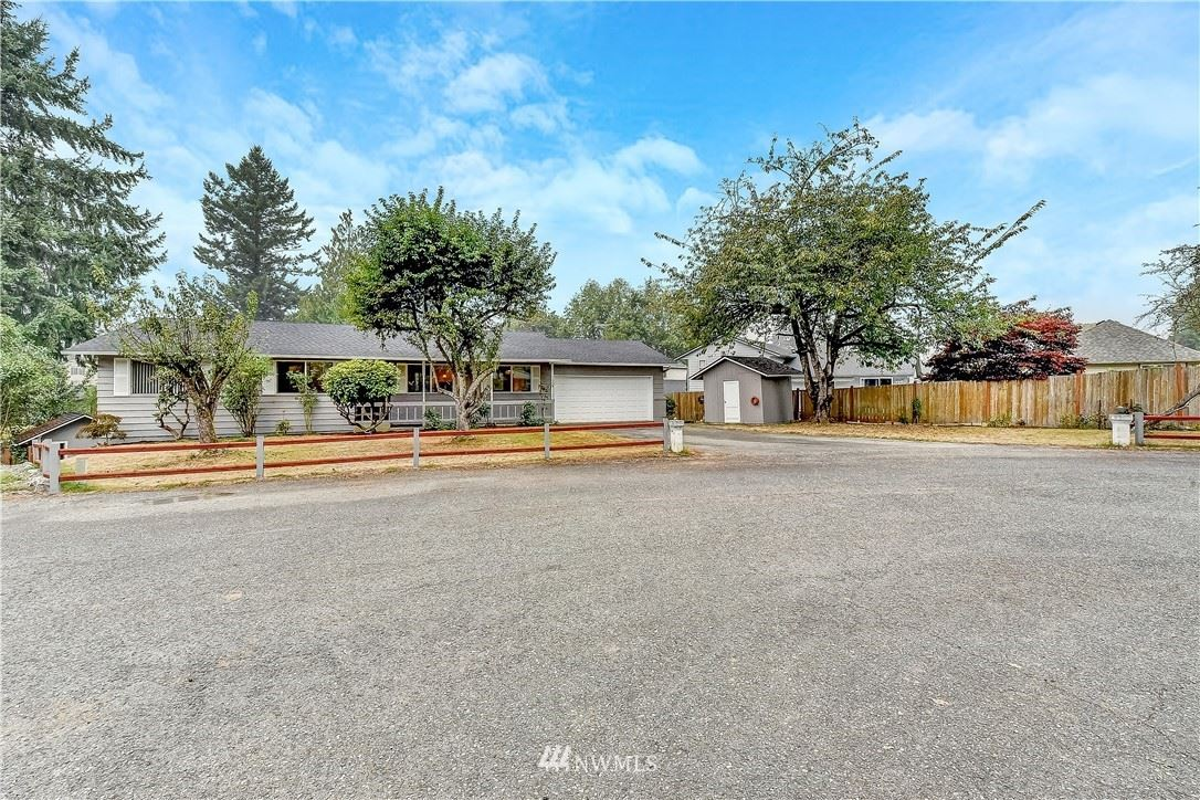 Photo of 910 Hillcrest Drive, Snohomish, WA 98290 (MLS # 1663639)