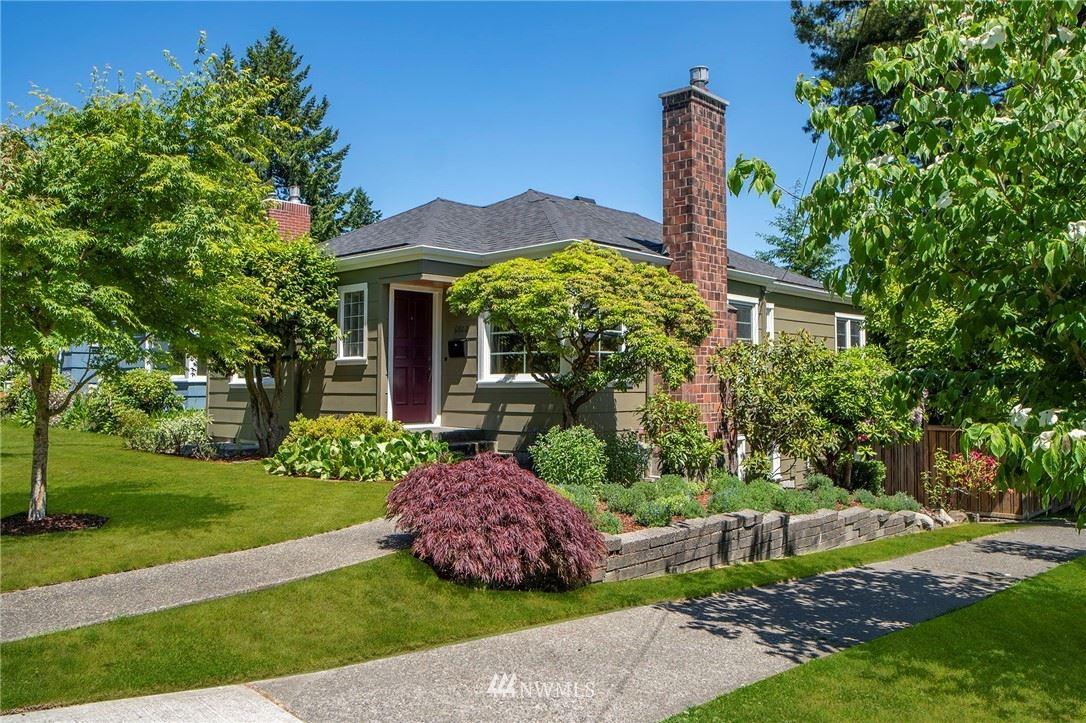 Photo of 6802 32nd Avenue NE, Seattle, WA 98115 (MLS # 1786644)