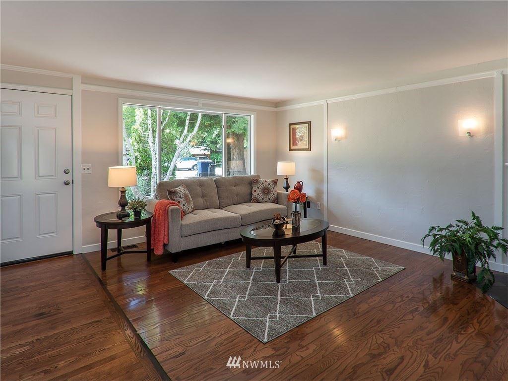 Photo of 816 208th Avenue NE, Sammamish, WA 98074 (MLS # 1789651)