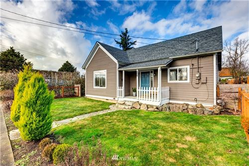 Photo of 209 E Grover Street, Lynden, WA 98264 (MLS # 1720670)