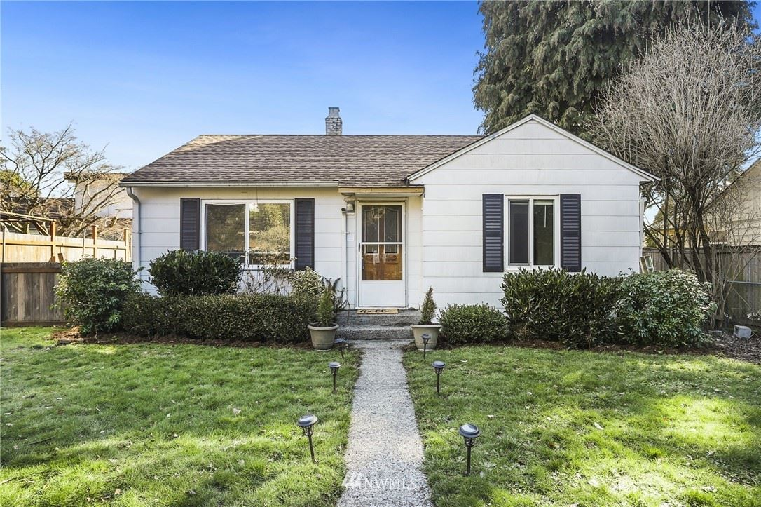 Photo of 10104 31st Avenue SW, Seattle, WA 98146 (MLS # 1739674)