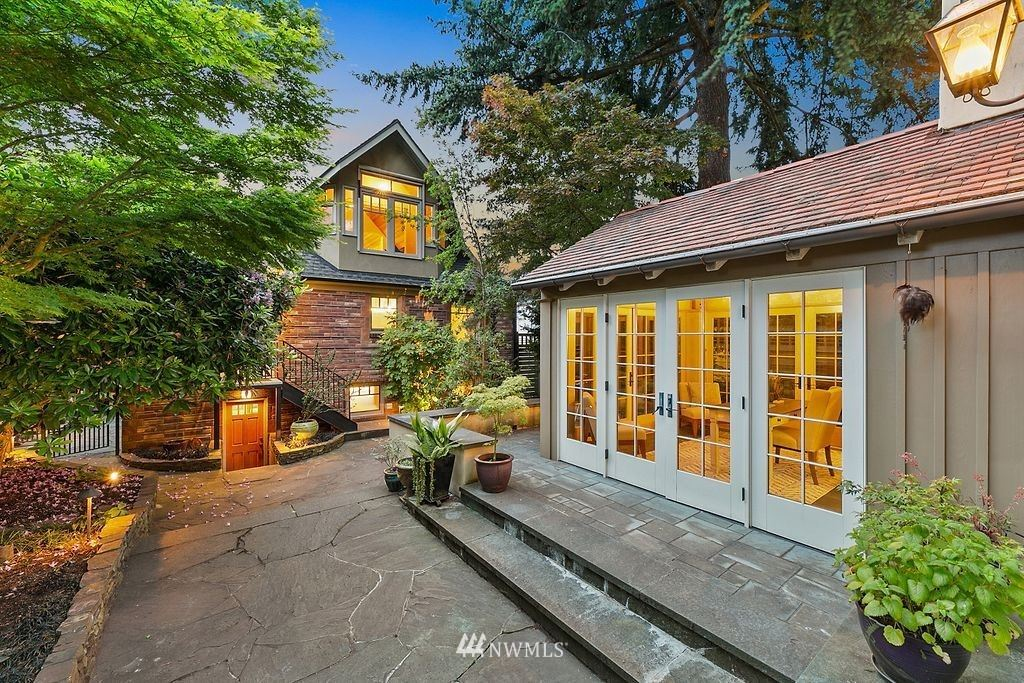 Photo of 7716 20th Avenue NE, Seattle, WA 98115 (MLS # 1776687)