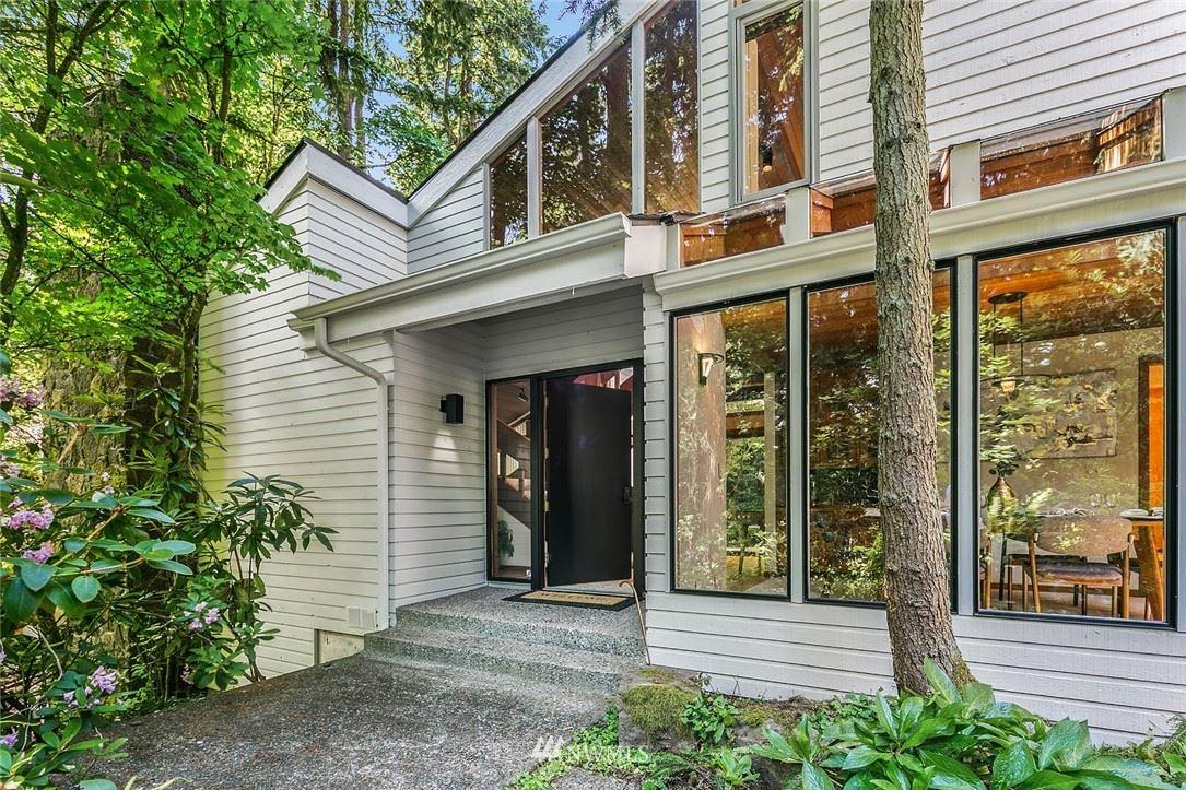 Photo of 13706 NE 36th Place, Bellevue, WA 98005 (MLS # 1791691)