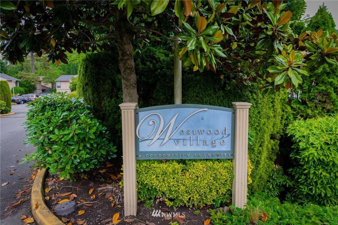 Photo of 10006 NE 138th Place #S2, Kirkland, WA 98034 (MLS # 1792701)
