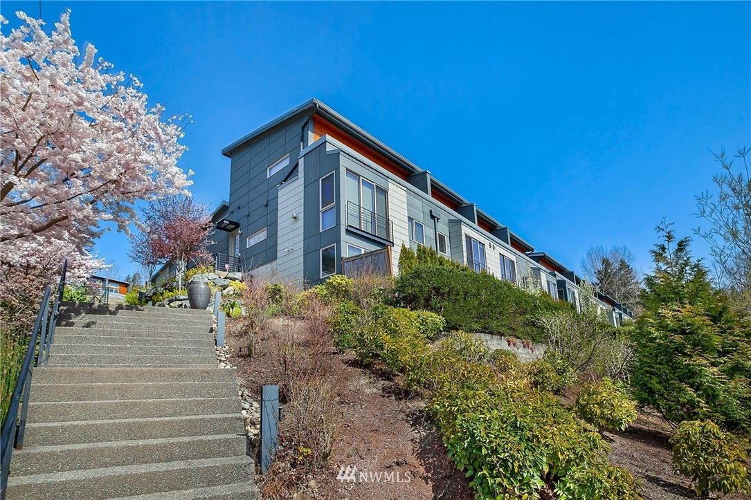 Photo of 4239 214th Place SE, Issaquah, WA 98029 (MLS # 1754702)