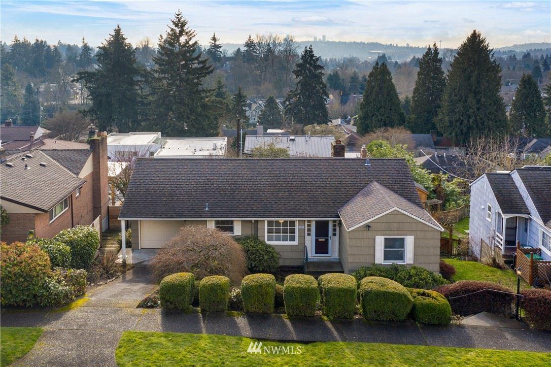 Photo of 4567 Stanford Avenue NE, Seattle, WA 98105 (MLS # 1723704)