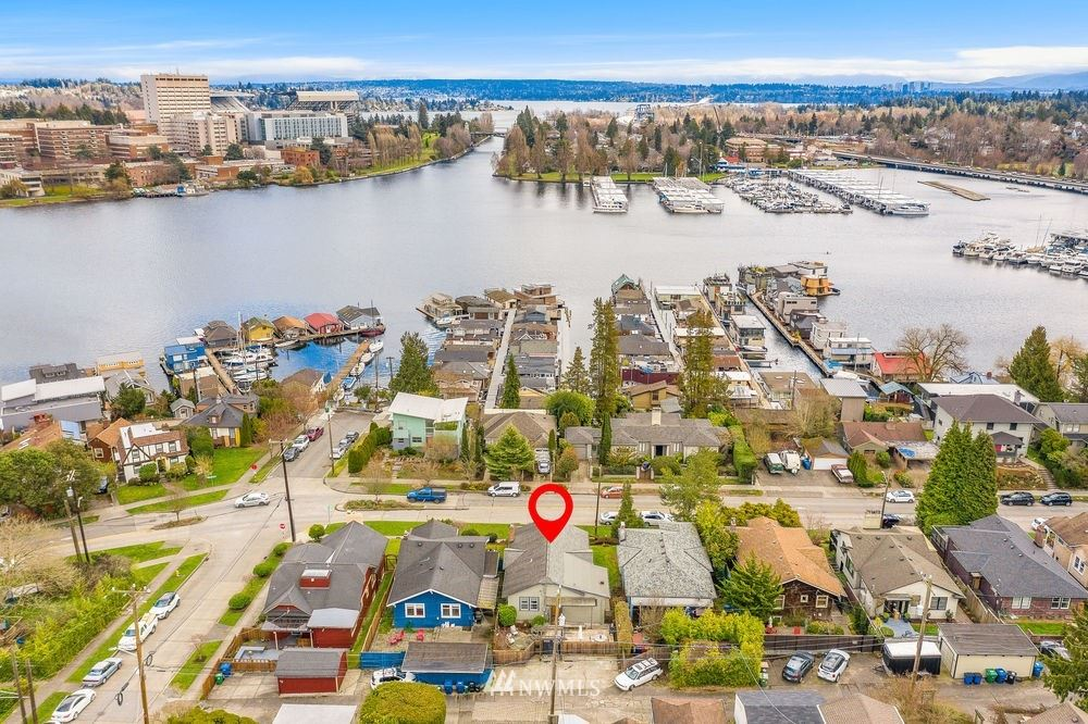 Photo of 2831 Boyer Avenue E, Seattle, WA 98102 (MLS # 1784704)