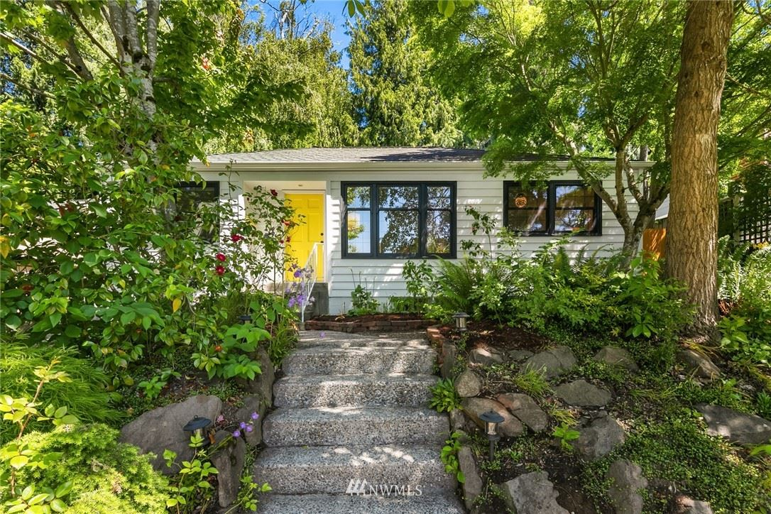 Photo of 6842 28th Avenue NE, Seattle, WA 98115 (MLS # 1785705)