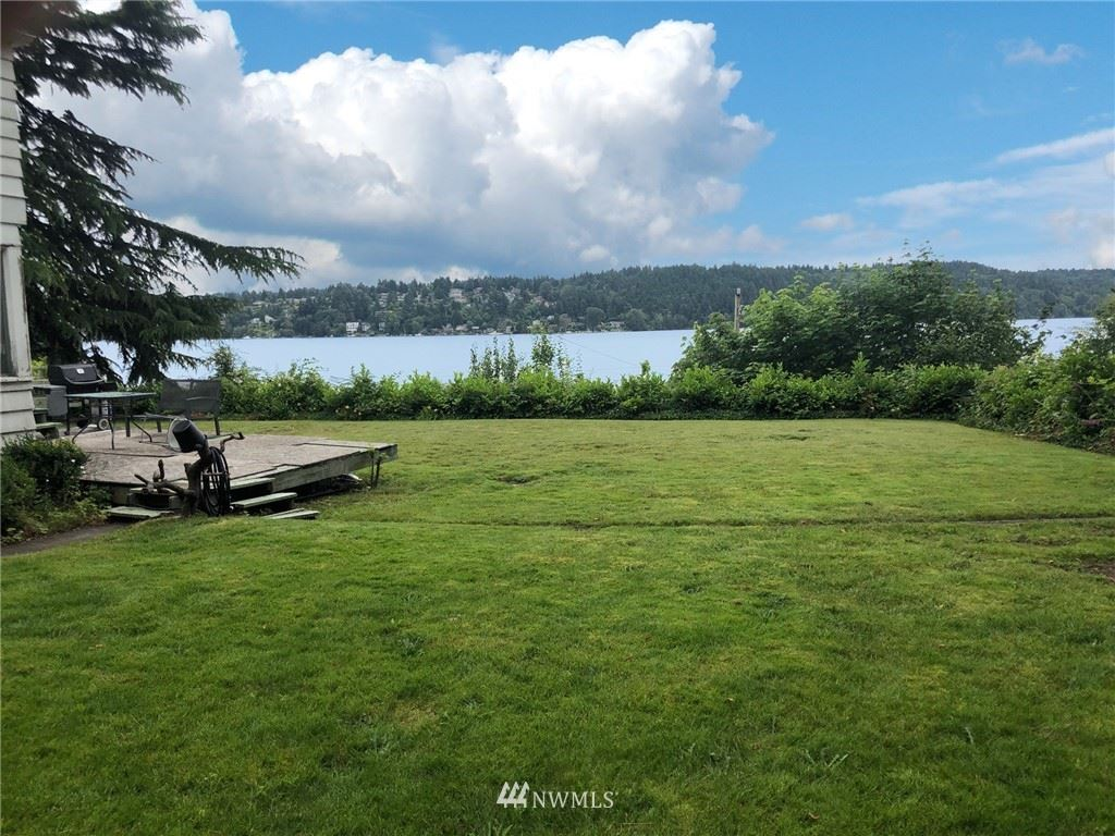 Photo of 15327 Beach Dr NE, Lake Forest Park, WA 98155 (MLS # 1623706)