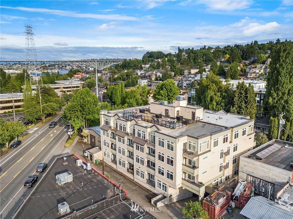 Photo of 18 Dravus Street #207, Seattle, WA 98109 (MLS # 1789714)