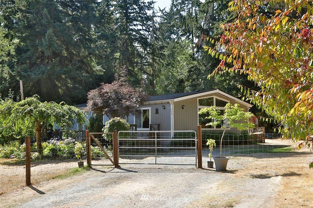 Photo of 720 Twin View Drive, Greenbank, WA 98253 (MLS # 1839721)