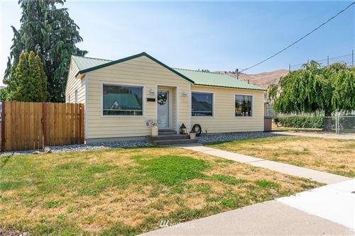 Photo of 1045 Dakota Street, Wenatchee, WA 98801 (MLS # 1814725)
