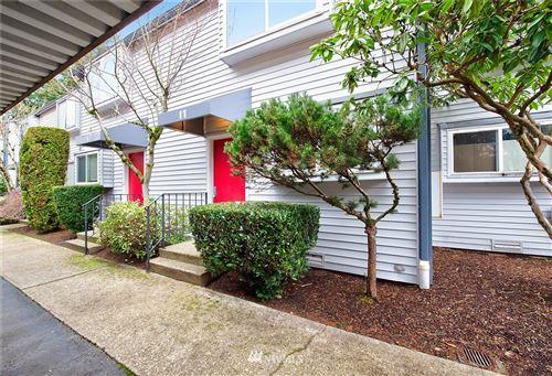 Photo of 11 146th Avenue SE, Bellevue, WA 98007 (MLS # 1716727)