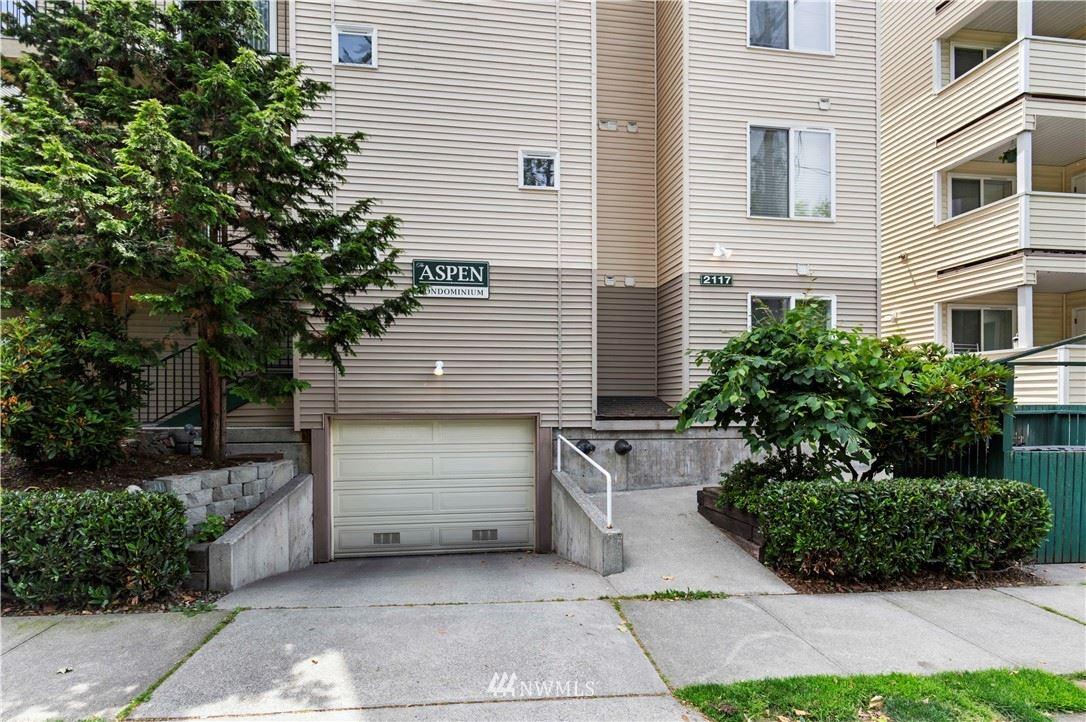 Photo of 2117 N 107th Street #402, Seattle, WA 98133 (MLS # 1793727)