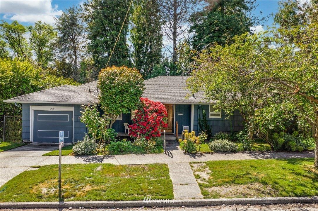 Photo of 7519 21st Avenue NE, Seattle, WA 98115 (MLS # 1782737)