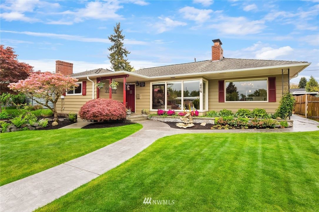 Photo of 624 Colby Avenue, Everett, WA 98201 (MLS # 1767756)