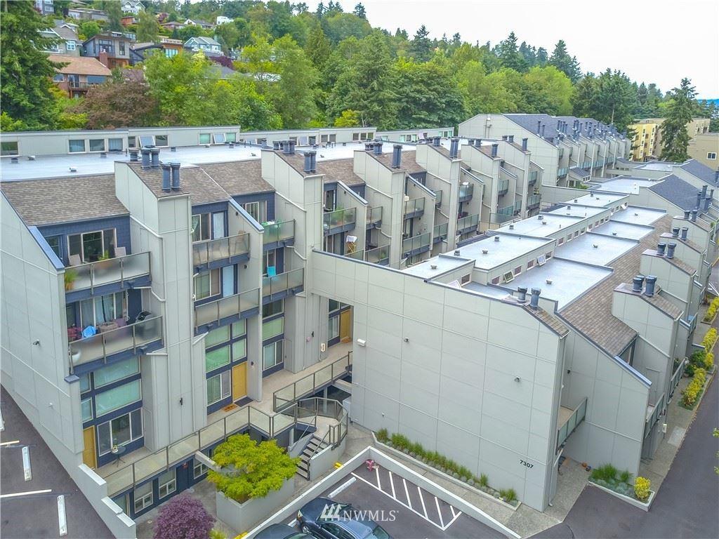 Photo of 7309 Sandpoint Way NE #B725, Seattle, WA 98115 (MLS # 1736769)