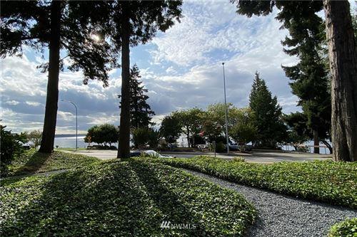 Photo of 6736 Lake Washington Boulevard NE #10, Kirkland, WA 98033 (MLS # 1667787)