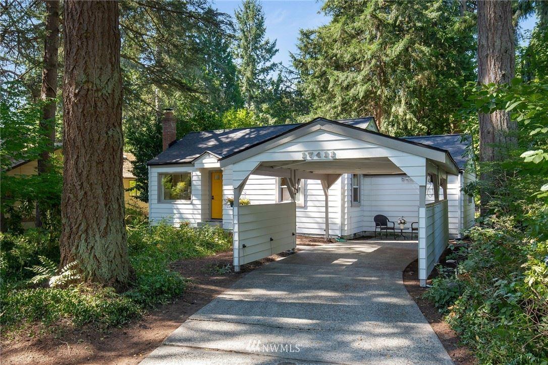 Photo of 17411 Brookside Boulevard NE, Lake Forest Park, WA 98155 (MLS # 1811799)