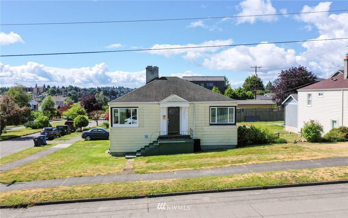 Photo of 3903 SW Dakota Street, Seattle, WA 98116 (MLS # 1789806)