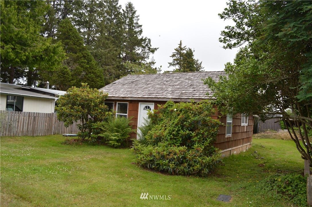 Photo of 11 School Street, South Bend, WA 98586 (MLS # 1320818)