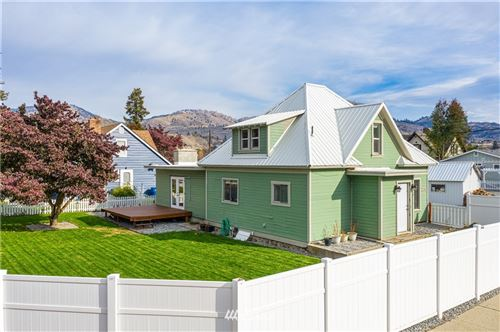 Photo of 220 W Columbia Avenue, Chelan, WA 98816 (MLS # 1683856)