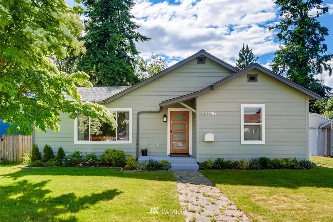 Photo of 12215 Dayton Avenue N, Seattle, WA 98133 (MLS # 1788859)