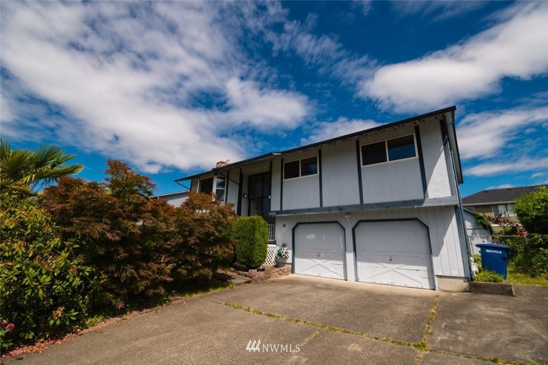 Photo of 1320 S 275th Place, Des Moines, WA 98198 (MLS # 1786872)