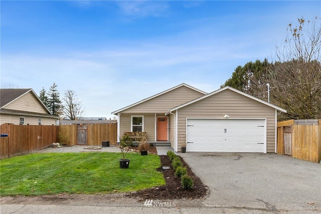 Photo of 817 S Pine Street, Burlington, WA 98233 (MLS # 1692873)