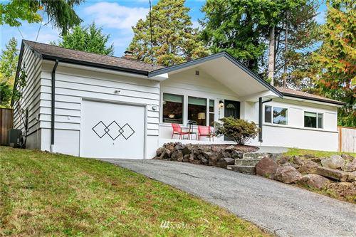 Photo of 16014 Lake Hills Blvd, Bellevue, WA 98008 (MLS # 1854881)