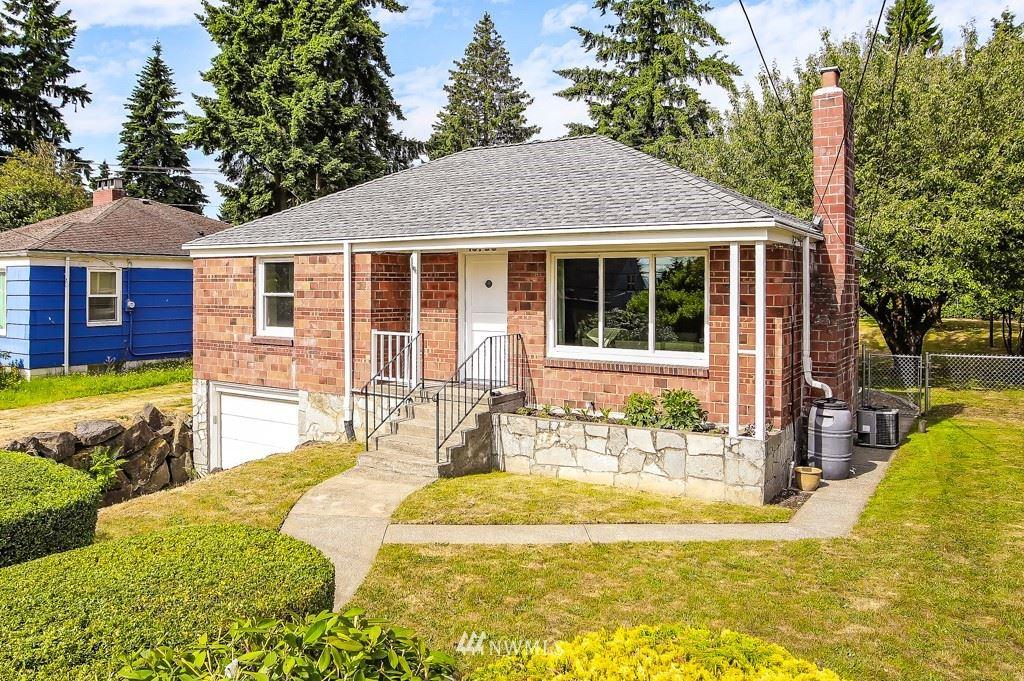 Photo of 13709 1st Ave NE, Seattle, WA 98125 (MLS # 1787883)