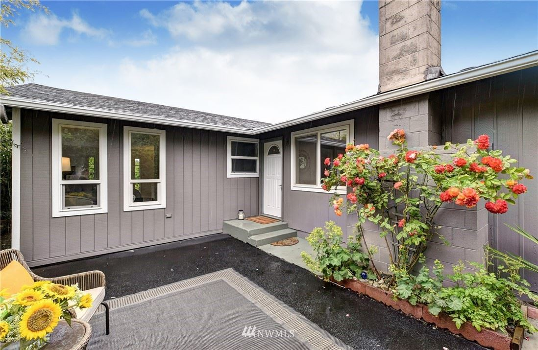Photo of 1622 NE 189th Street, Shoreline, WA 98155 (MLS # 1790900)