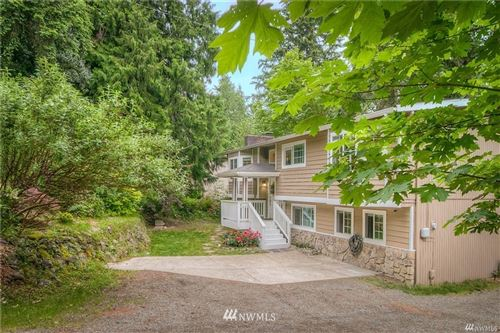 Photo of 975 Wildwood Boulevard SW, Issaquah, WA 98027 (MLS # 1732905)