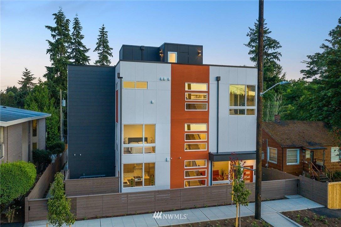 Photo of 3027 NE 120th Street, Seattle, WA 98125 (MLS # 1671908)